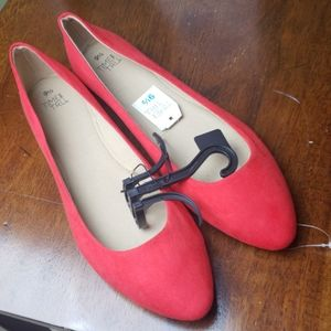 ✳NWT - Red Flats